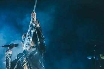 Rockeur chnteur ambiance bleutée